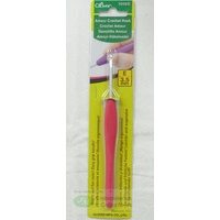 Clover Amour Crochet Hook, Easy Grip Elastomer Handle, 3.5mm #1043/E